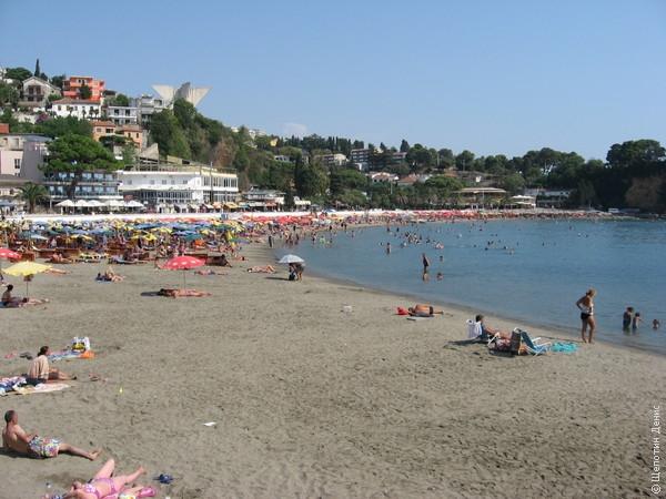 """Знаменитые пляжи Ульциня с \/""""/черным\/""""/ песком на самом деле находятся за чертой города, на городском пляже песок вполне себе обычный"""