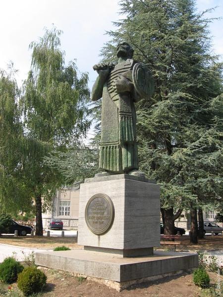 Памятник основателю города - князю Ивану Црноевичу