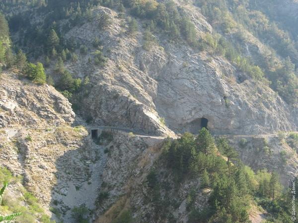 Спуск по нему - одно из самых ярких моих воспоминаний из Черногории