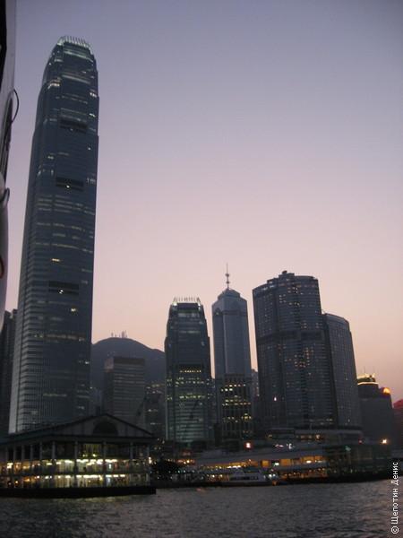 "Причаливаем к пирсу на <a href=\""http://www.shchepotin.ru/foto.php?subpage=51&album=47\"">острове Гонконг</a>"