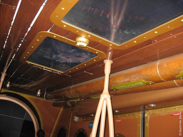 Во время поездки музыка и изображения на мониторах в потолке и стенах будут старательно имитировать подводный мир