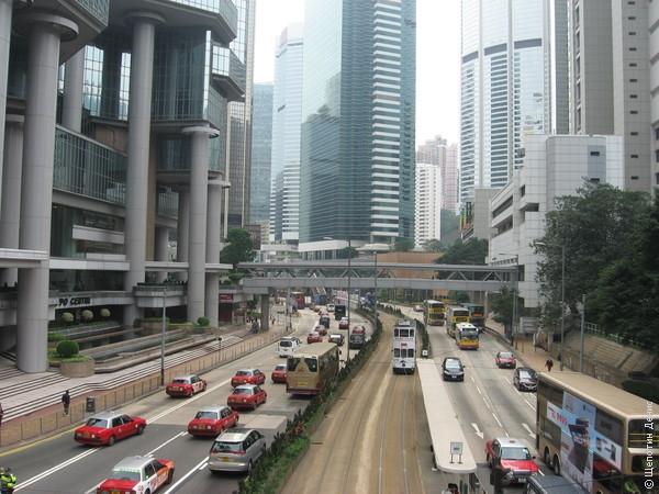 Остров Гонконг - это такой местный Манхеттен, с соответствующим количеством небоскребов и такси на квадратный метр.