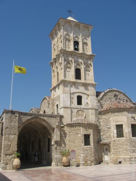 Сворачиваем с Финикудеса в Старый город к церкви Святого Лазаря (того самого, которого Христос воскресил из мертвых). После своего воскрешения Лазарь прожил еще 30 лет, из которых 18 служил епископом в Китионе