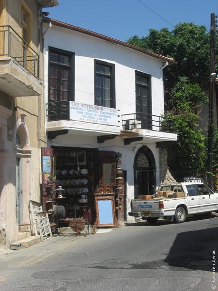В Старом городе много антикварных магазинчиков
